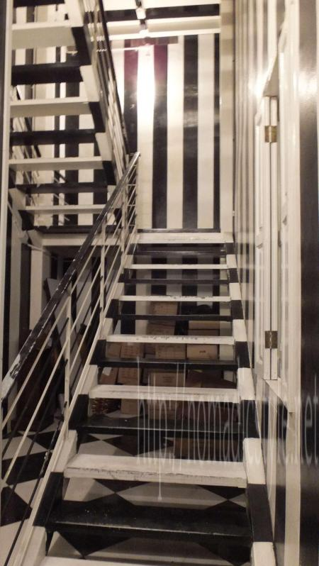 the Clubへと続く階段2