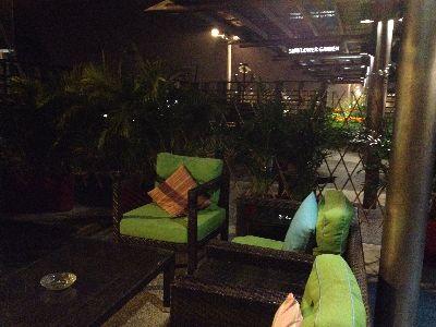 Ambassador Transit Lounge (T2)の喫煙スペースへの様子2